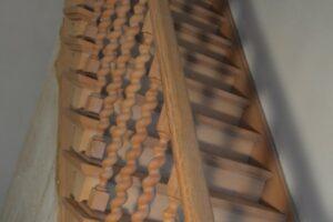 Straal en schilder - Trap uit rustieke eik