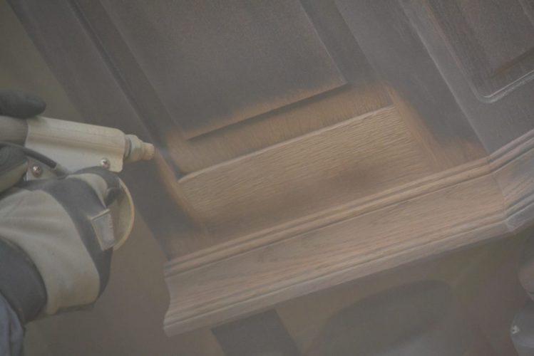 Zandstralen van meubels