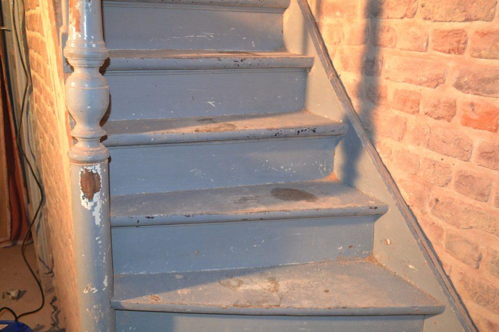 Zandstralen trap otwee - Verf balken ...