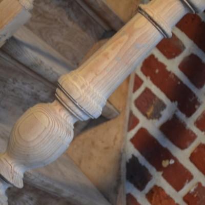 Zandstralen van een geschilderde trap