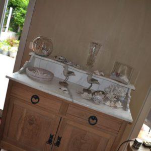 Stralen meubelen, plafond, deuren afgewerkte met kalkverf