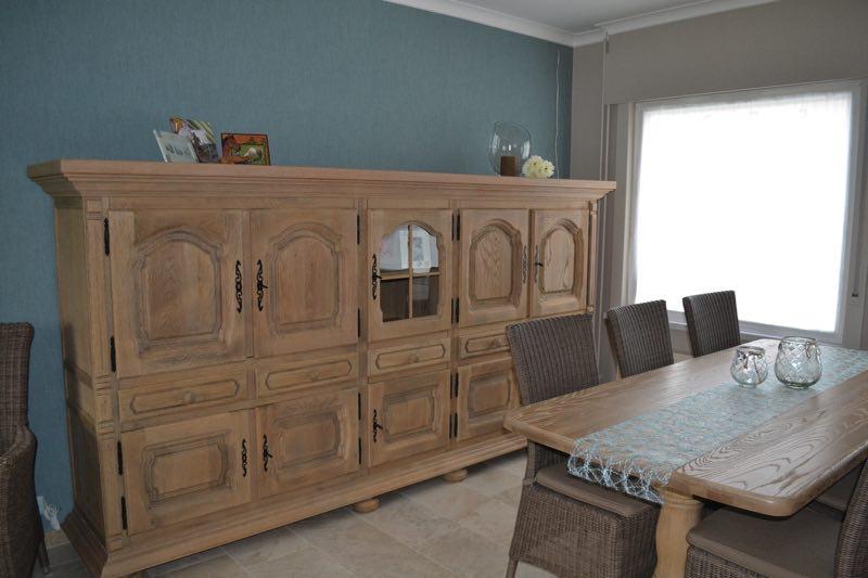 Stralen van meubels en behangen van volledige woning for Woning meubels