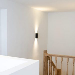 Stralen van trap, plaatsen vloerbekleding en schilderen herenwoning